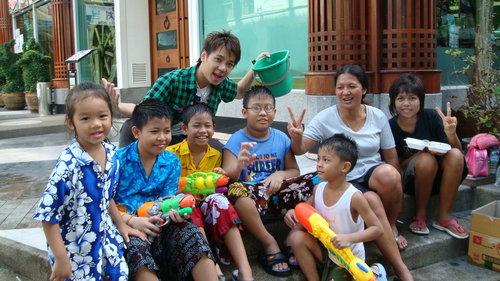 (曼谷直播)2009年最激潑水節...遊客其實很安全(影片分享)