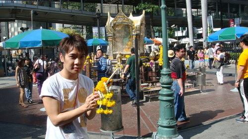 (曼谷直播)潑水節拜四面佛 2009/4/14 ~影片分享