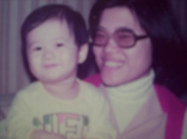 柏元小時候與媽媽