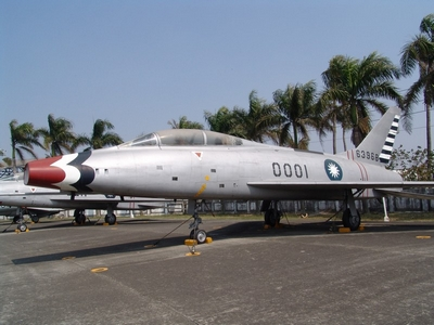 F-100F 超級軍刀式戰鬥教練機 Super Sabre
