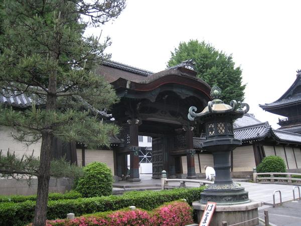 東本願寺其中一個門口
