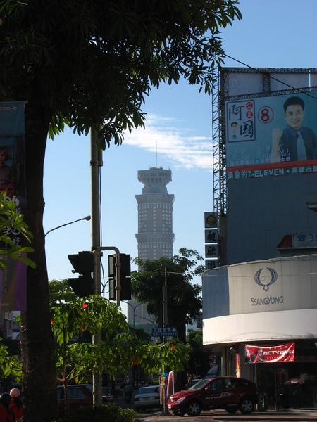 古塔(高雄五十層,曾是台灣第一高樓).JPG