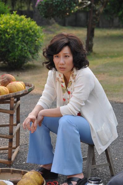 郎祖筠在劇中飾演梅芳的女兒陳秀琴.JPG