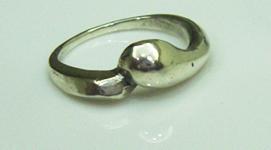 第一個戒指