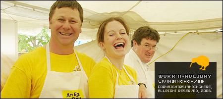 很有感覺的一張照片,是養場攤位中做試吃料理的三人組,一見到我們要拍照,馬上擺出逗趣的表情