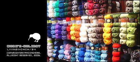 色彩繽紛的毛線櫃