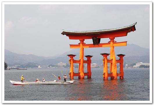 宮島神社海上大紅鳥居.jpg